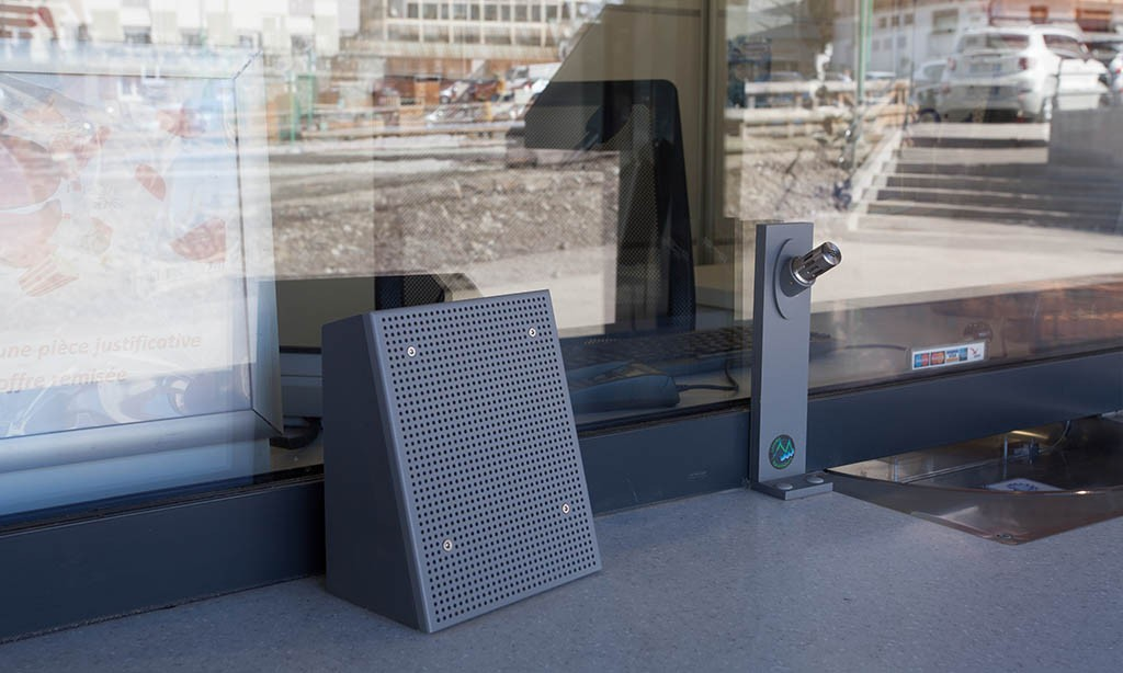 Interphone numérique : L'équipement indispensable d'un guichet vitré !