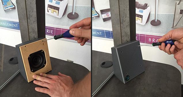 Haut parleur côté client installé pour l'interphone de guichet