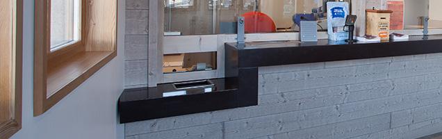 Acces PMR et handicapé sur un comptoir ou guichet de caisse