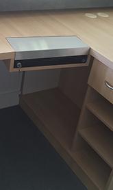 Exemple de tiroir de caisse encastrer dans le plan de travail