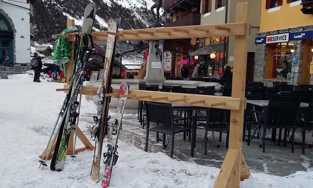 Suivez notre tutoriel pour installer facilement et rapidement votre rack à ski !