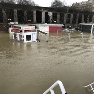 Le guichet d'accueil des Vedettes de Paris est sous l'eau !